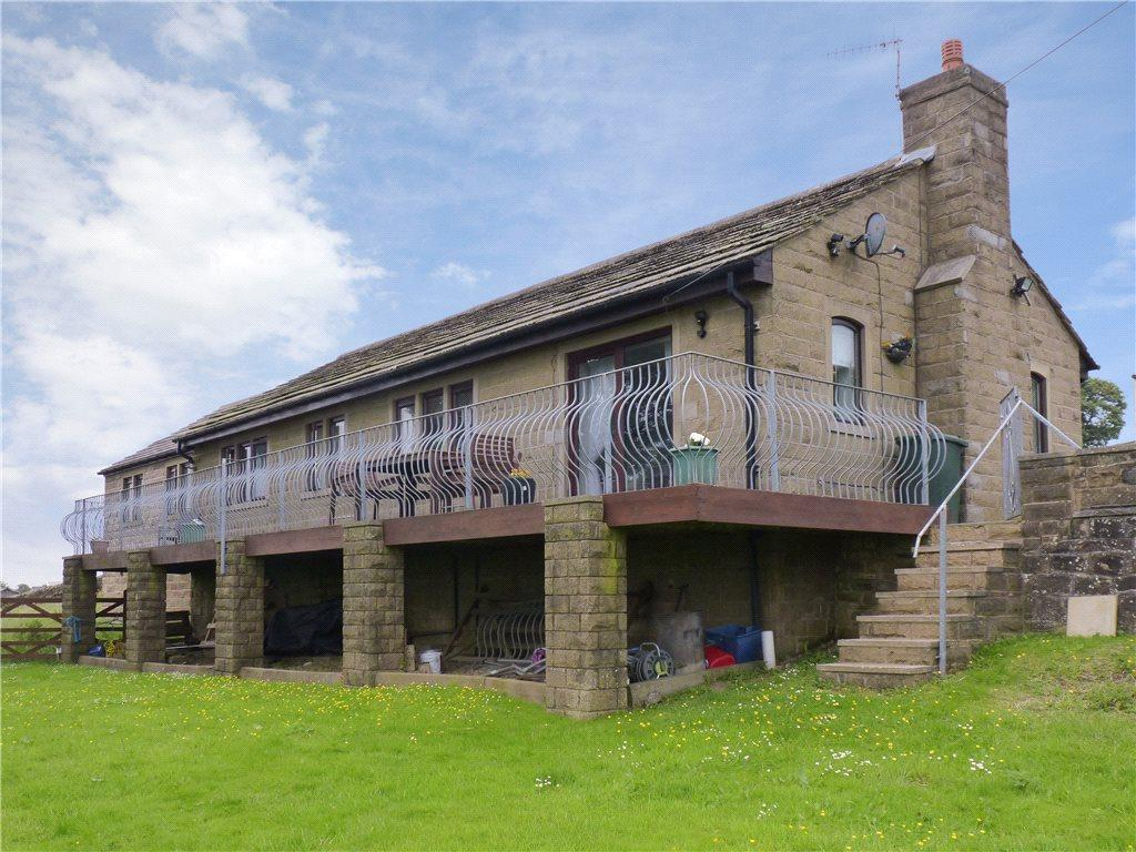 4 Bedrooms Detached Bungalow for sale in Back Shaw Lane, Hainworth, Keighley, West Yorkshire