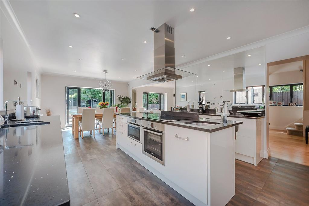 4 Bedrooms Detached House for sale in Chalfont Road, Seer Green, HP9