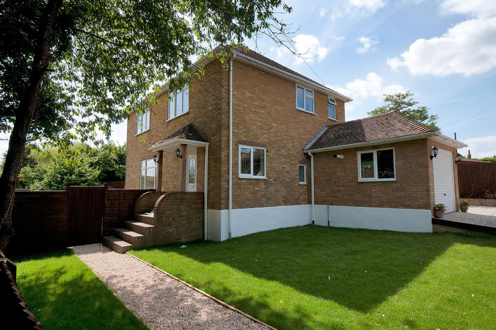 4 Bedrooms Detached House for sale in Ashford Road, Charing