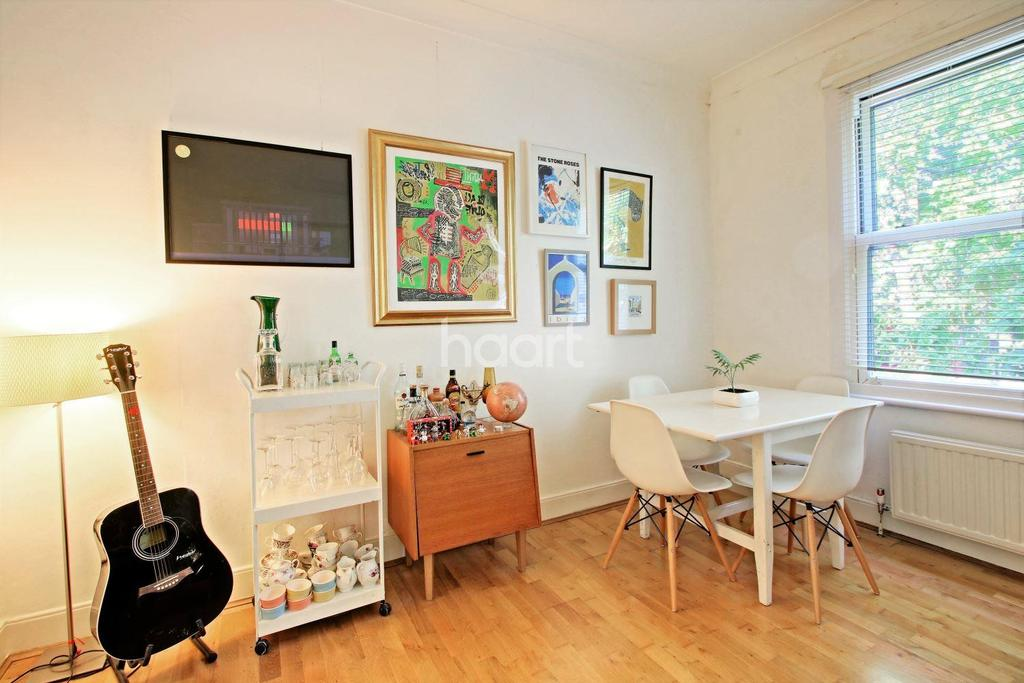 2 Bedrooms Flat for sale in Leytonstone Road, Stratford, London, E15