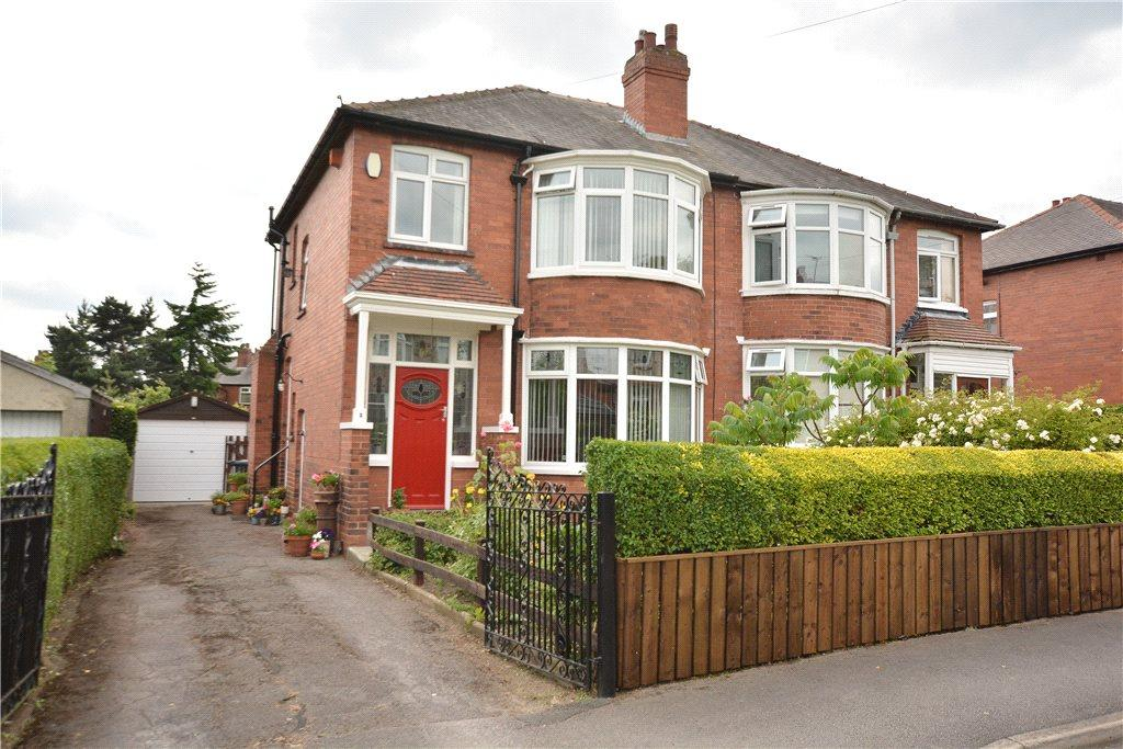 3 Bedrooms Semi Detached House for sale in Montagu View, Oakwood, Leeds