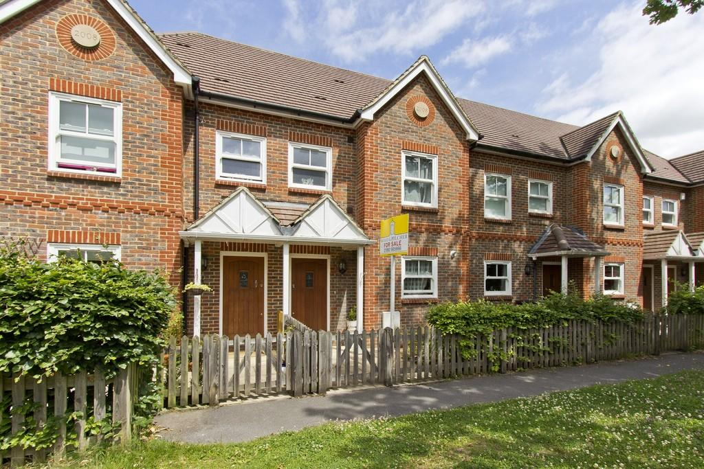 3 Bedrooms Terraced House for sale in Fermor Road, Crowborough