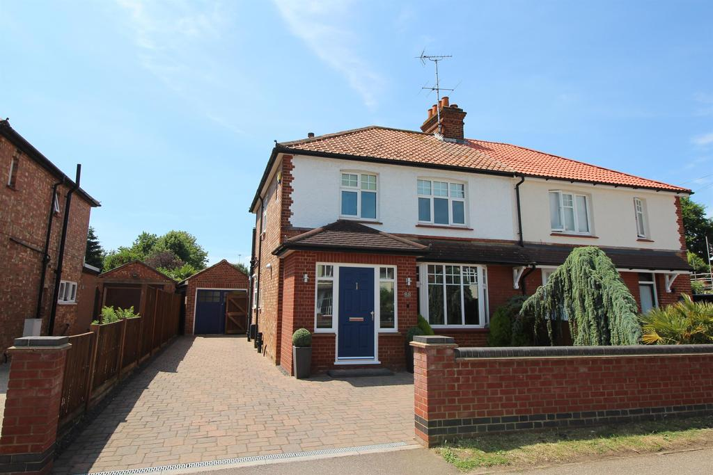 3 Bedrooms Semi Detached House for sale in Fairview Road, Stevenage, SG1 2NS