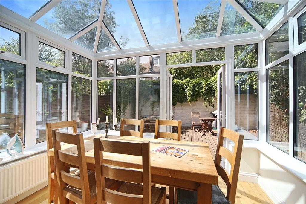 3 Bedrooms Apartment Flat for sale in Crabtree Lane, London, SW6