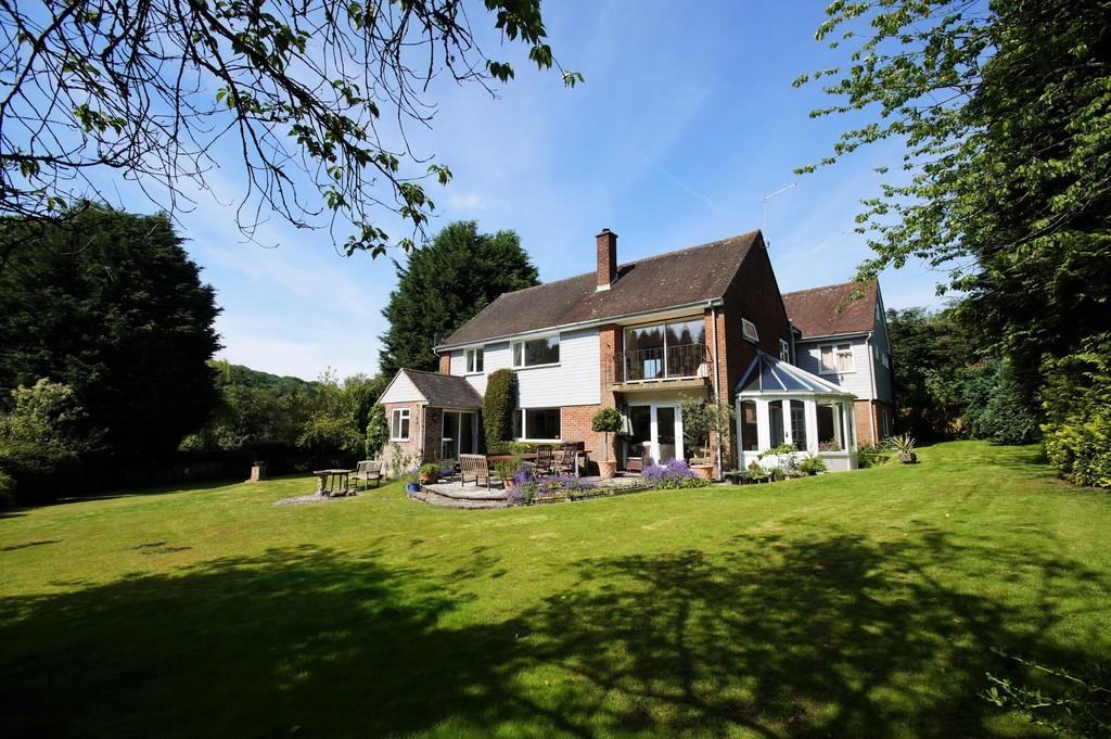 5 Bedrooms Detached House for sale in Kingsley Green, West Sussex