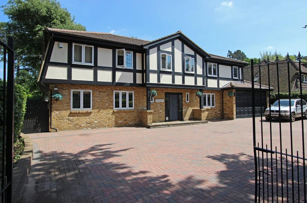 5 Bedrooms Detached House for sale in Rickman Hill Road, Chipstead