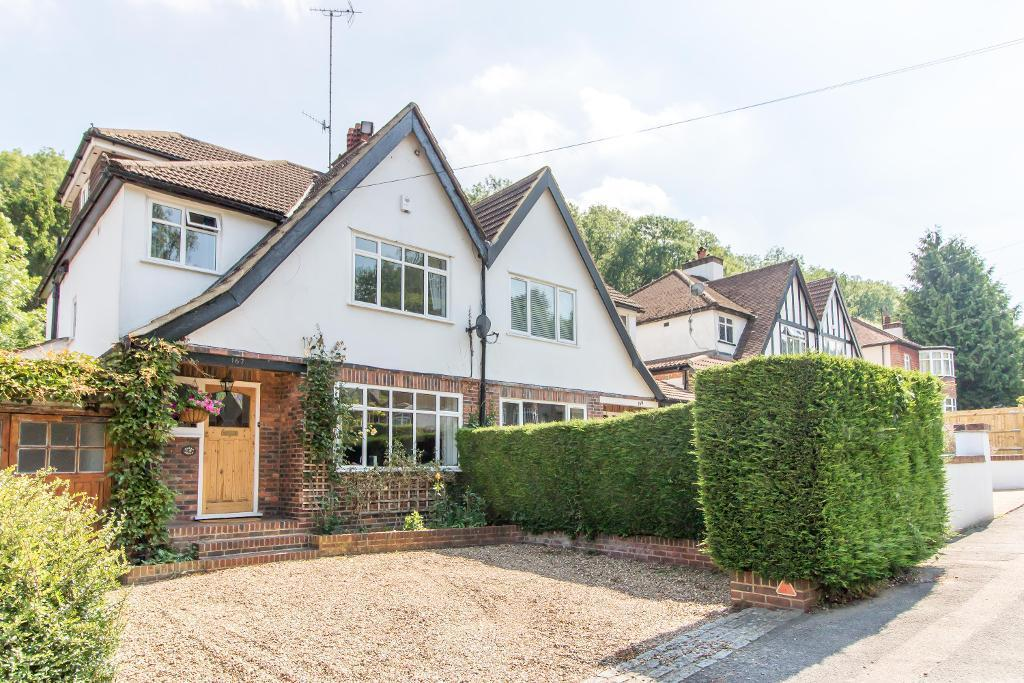 4 Bedrooms Semi Detached House for sale in Hillbury Road, Warlingham, Surrey, CR6 9TJ