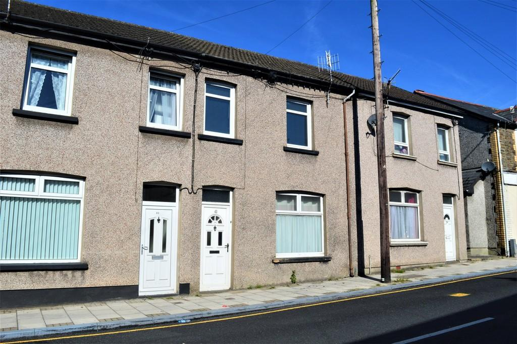 3 Bedrooms Terraced House for sale in Commercial Street, Ystrad Mynach