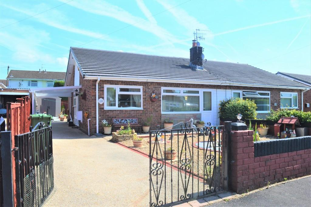 2 Bedrooms Semi Detached Bungalow for sale in Wallis Drive, Penpedairheol