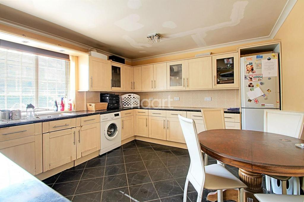 3 Bedrooms Terraced House for sale in Forest Street, Forest Gate, London, E7
