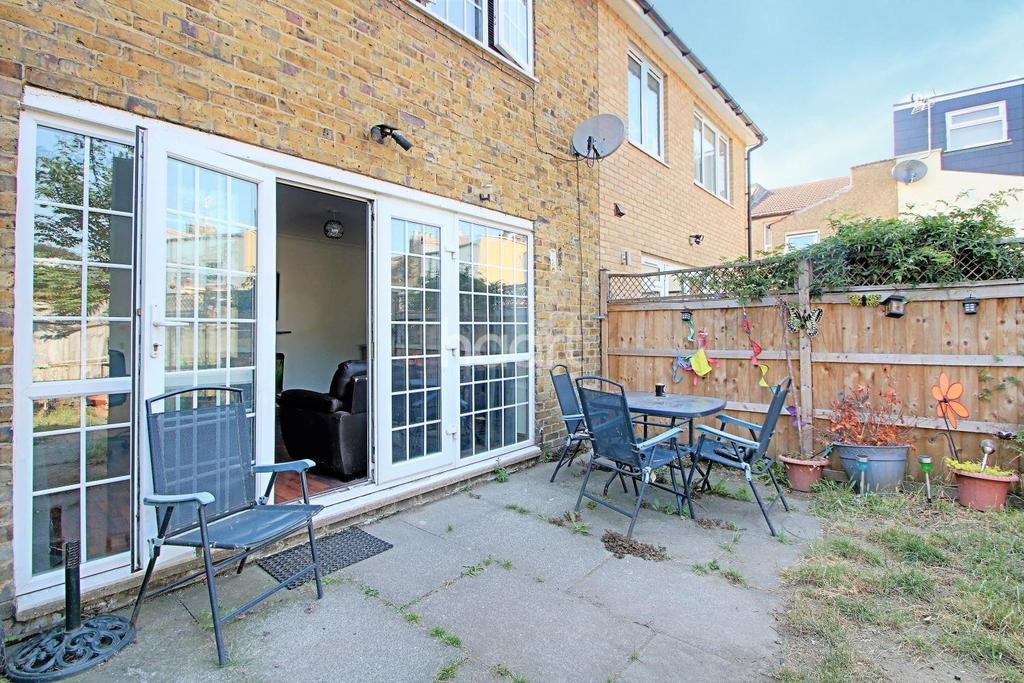 3 Bedrooms Terraced House for sale in Forest Street, London, E7