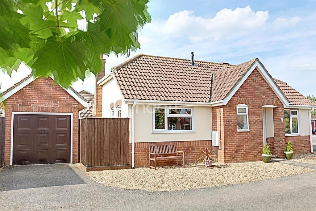 2 Bedrooms Bungalow for sale in Kestrel Drive, Wisbech