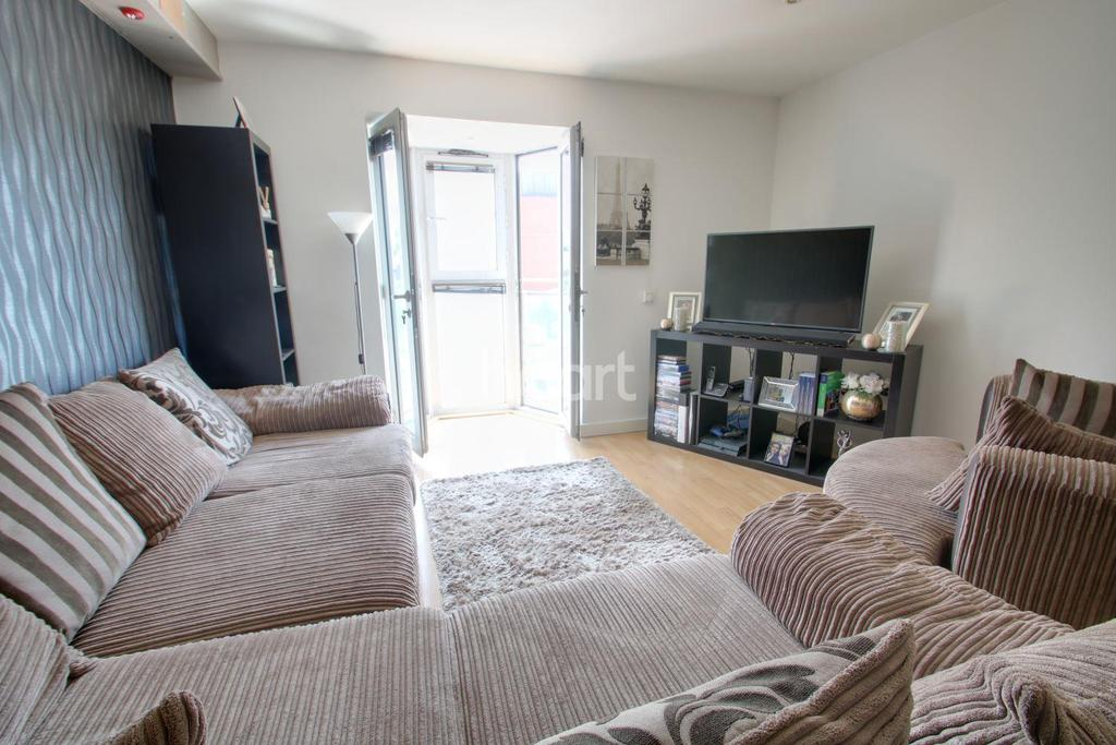 1 Bedroom Flat for sale in Eldon Court, Slaney Road, Romford Centre