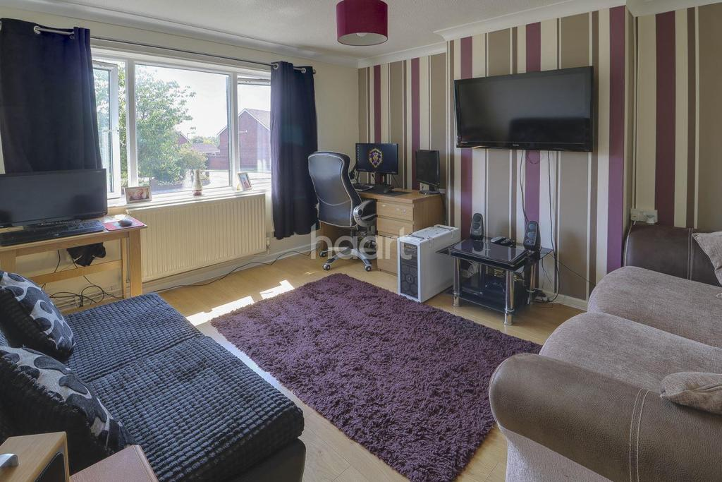 1 Bedroom Flat for sale in Normanston Drive, Lowestoft