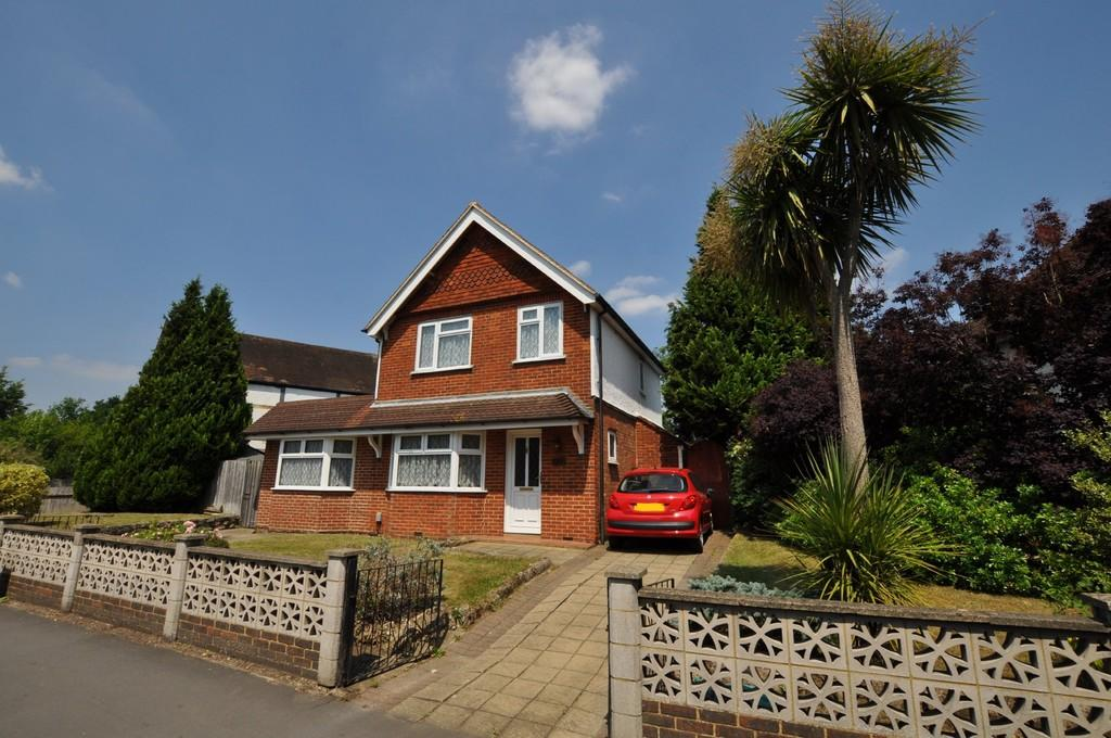 4 Bedrooms Detached House for sale in Woking Road, Guildford