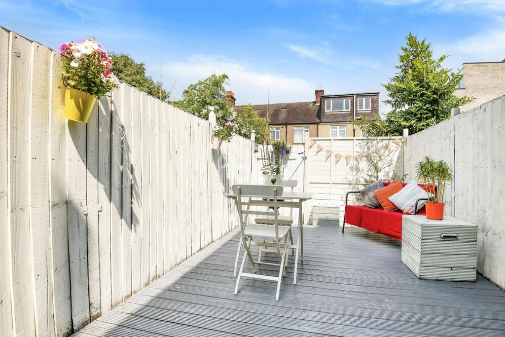 2 Bedrooms Maisonette Flat for sale in Rothesay Aveue, Wimbledon Chase, London, SW20