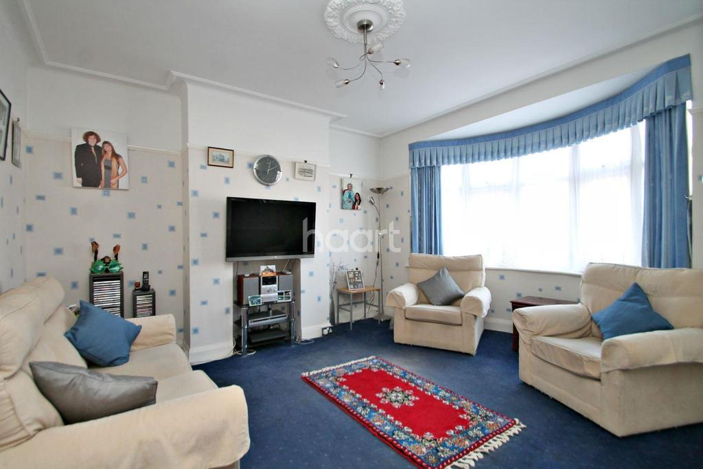 4 Bedrooms Semi Detached House for sale in Royston Avenue, Southend On Sea