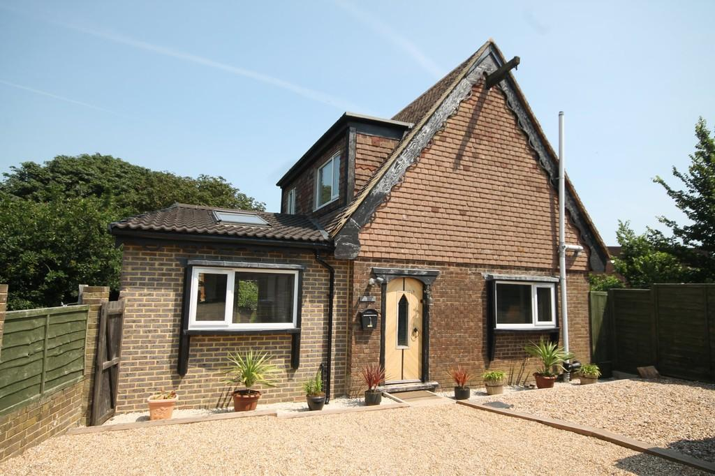 3 Bedrooms Detached House for sale in Meadow Lane, Lancing, BN15 9BN