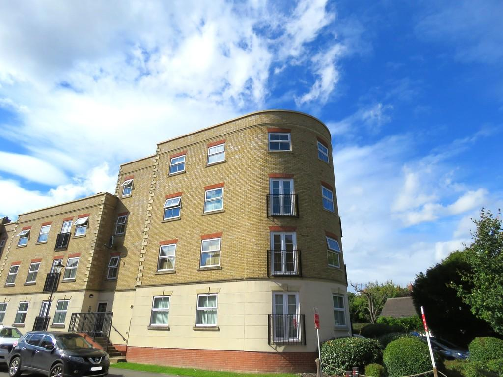 3 Bedrooms Penthouse Flat for sale in Copperfield Court, Dickens Heath