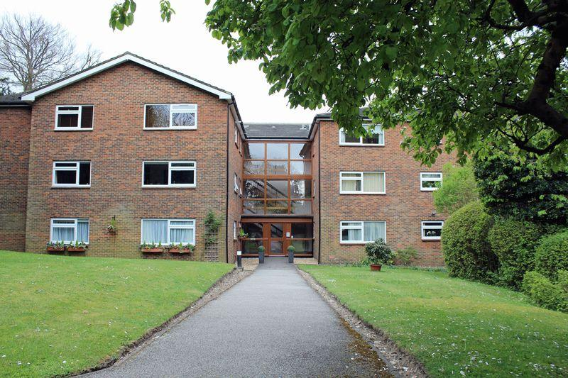 2 Bedrooms Apartment Flat for sale in Beech Avenue, Sanderstead, Surrey