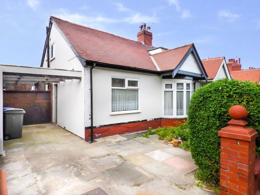 4 Bedrooms Semi Detached Bungalow for sale in Warley Road, North Shore, Blackpool
