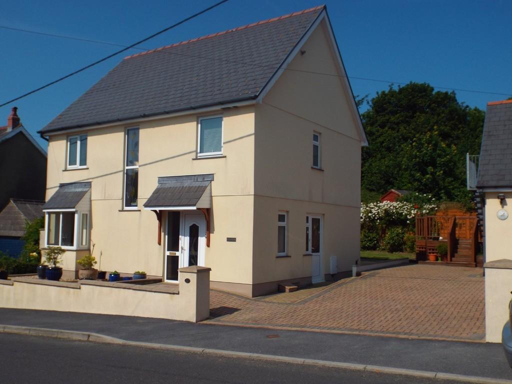 4 Bedrooms Detached House for sale in Llannon Road, Pontyberem