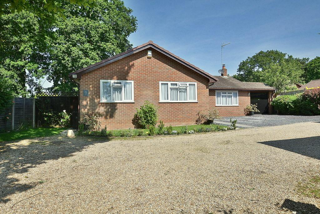 3 Bedrooms Detached Bungalow for sale in Noon Hill Drive, VERWOOD