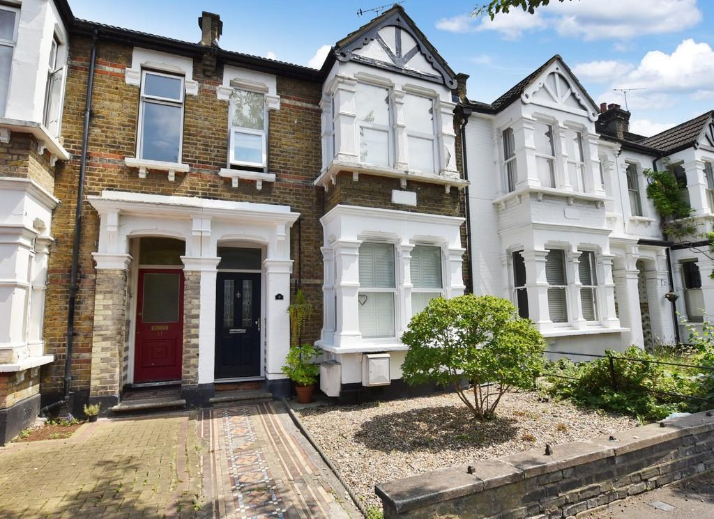 1 Bedroom Ground Flat for sale in Mansfield Road, Wanstead
