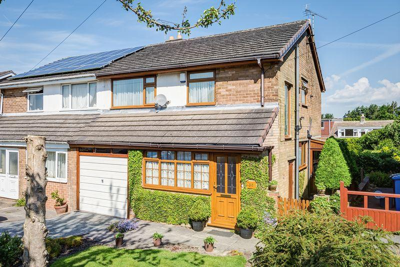 3 Bedrooms Semi Detached House for sale in Worcester Drive, Lodge Moor, Sheffield, S10 5NG