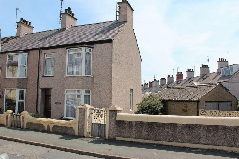 2 Bedrooms End Of Terrace House for sale in Maeshyfryd Road, Holyhead