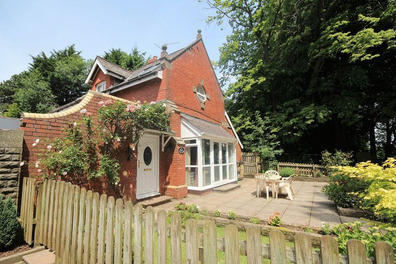 3 Bedrooms Semi Detached House for sale in Druidstone Road, Old St Mellons
