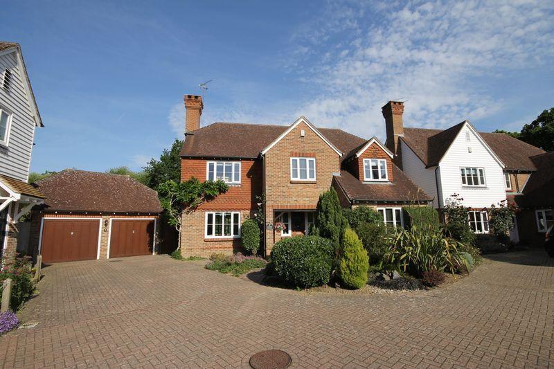 5 Bedrooms Detached House for sale in West Gate, Plumpton Green, East Sussex