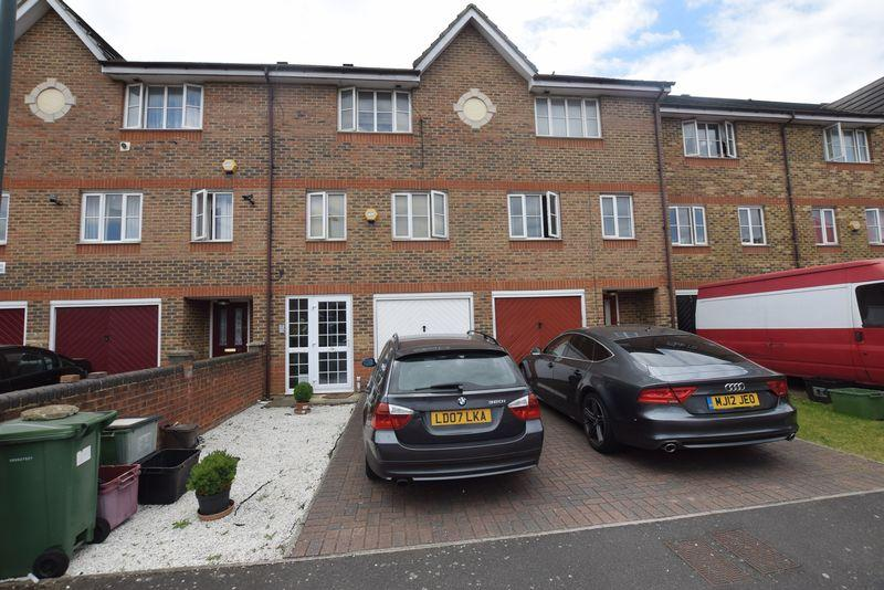 4 Bedrooms Town House for sale in Redbourne Drive, North Thamesmead, SE28 8SG