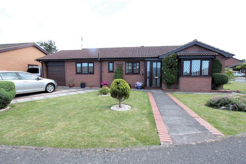 3 Bedrooms Detached Bungalow for sale in Maes Hedydd, Rhyl