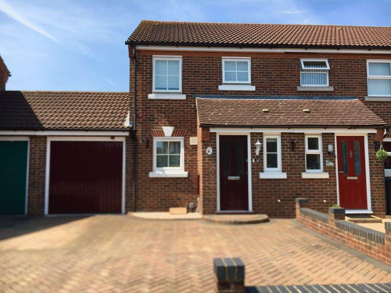 2 Bedrooms End Of Terrace House for sale in Westbury Rise, Church Langley