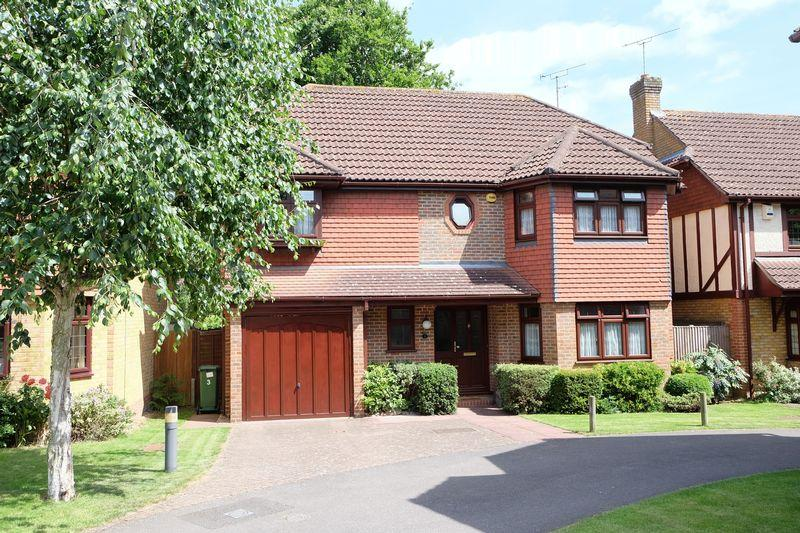 5 Bedrooms Detached House for sale in Chilham Close, Bexley