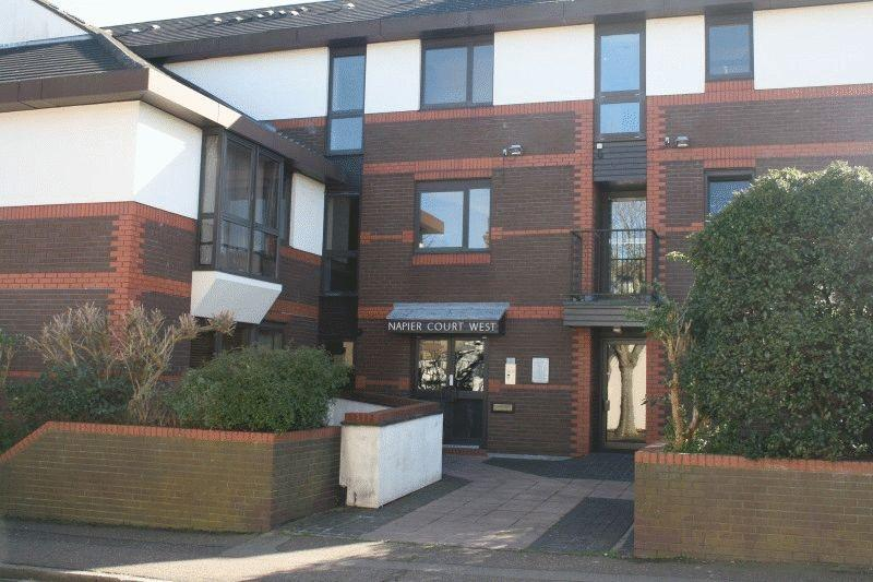 1 Bedroom Ground Flat for sale in Gordon Place, Southend-on-Sea