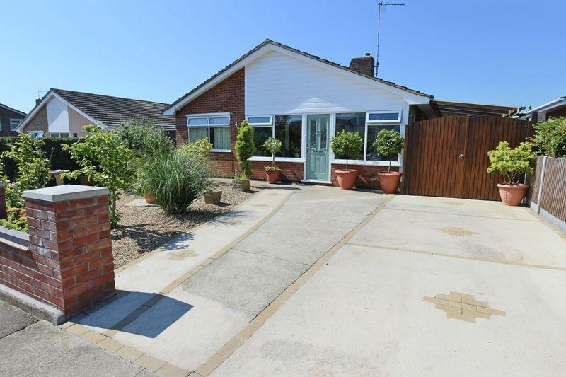 2 Bedrooms Detached Bungalow for sale in Pennygate Drive, Lowestoft