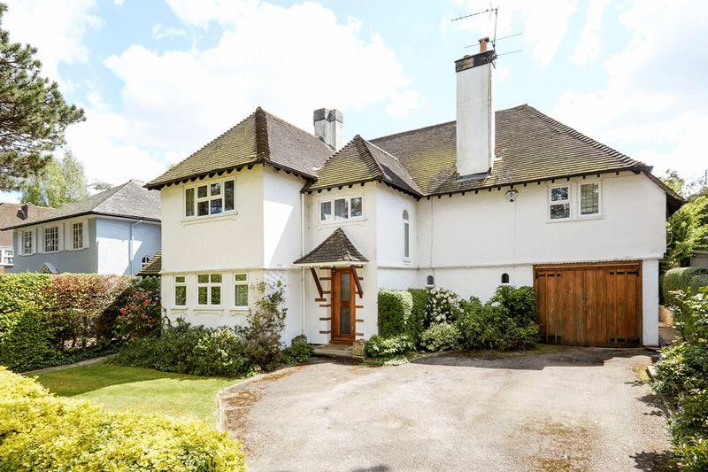 4 Bedrooms Detached House for sale in SOUTH SIDE LEATHERHEAD