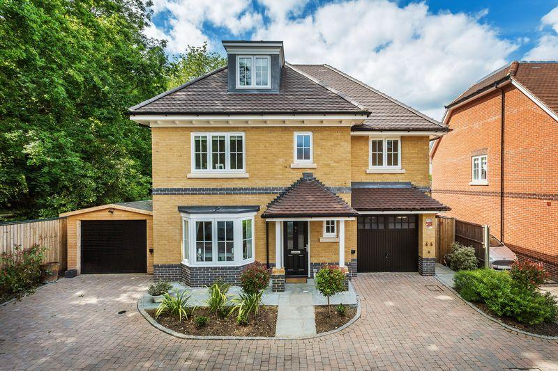 5 Bedrooms Detached House for sale in TADWORTH