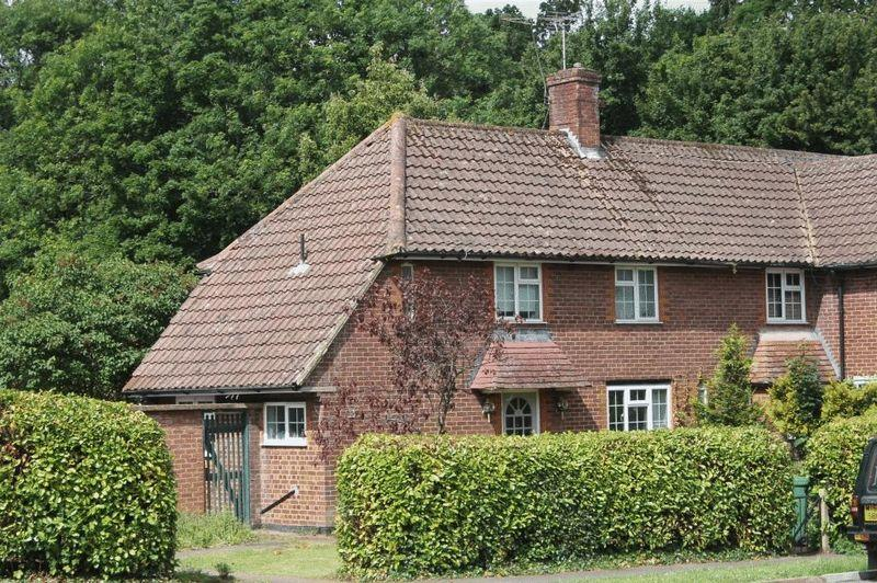 2 Bedrooms Semi Detached House for sale in GREAT BOOKHAM