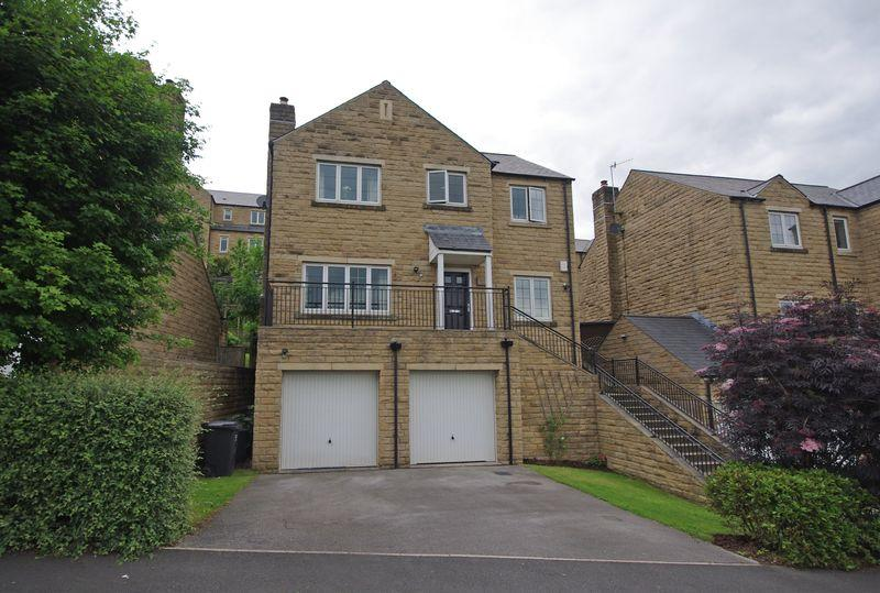 5 Bedrooms Detached House for sale in 7 Ryestone Drive, Ripponden, HX6 4JW