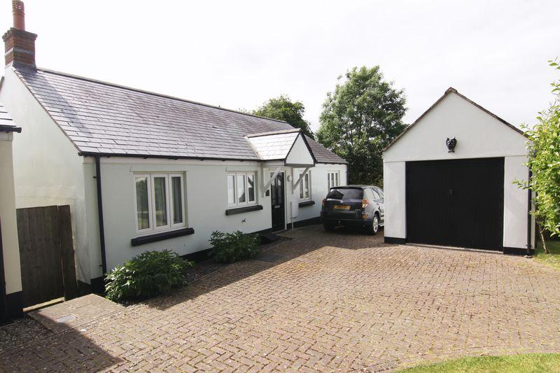 3 Bedrooms Bungalow for sale in Durant Close, North Tawton