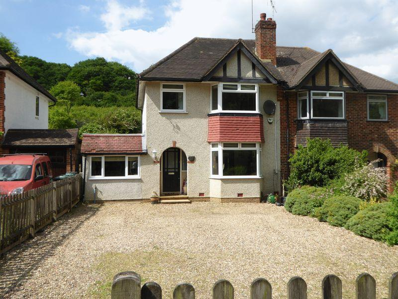 3 Bedrooms Semi Detached House for sale in Chipstead Lane, Lower Kingswood, Tadworth