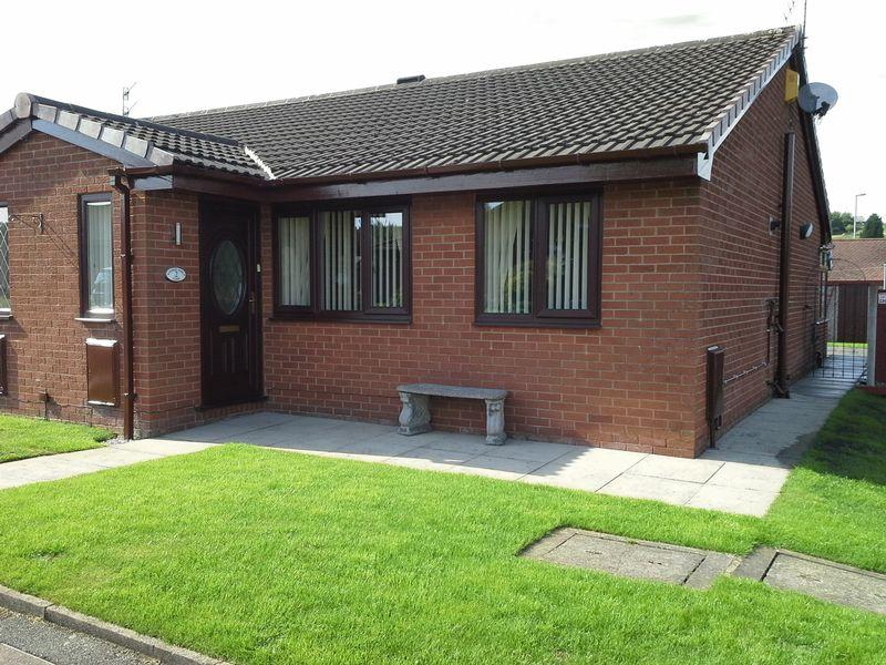 2 Bedrooms Semi Detached Bungalow for sale in Surrey Park Close, Oldham