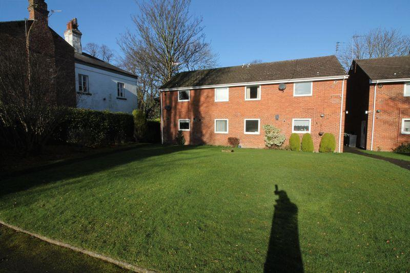 2 Bedrooms Apartment Flat for sale in Charlesville Court, Oxton