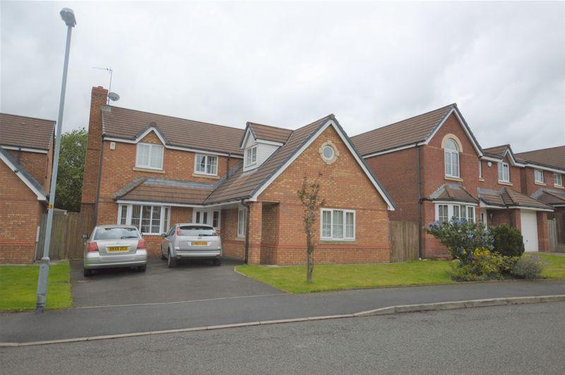 5 Bedrooms Detached House for sale in Cronkeyshaw Avenue, Rochdale