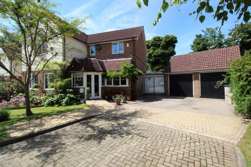 4 Bedrooms Detached House for sale in CORNWALLIS CLOSE, CATERHAM ON THE HILL