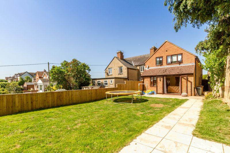 4 Bedrooms Detached House for sale in Wheatley Road, Garsington