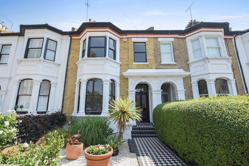4 Bedrooms Terraced House for sale in Park Road, Westcliff On Sea